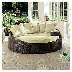 Contemporary outdoor day bed