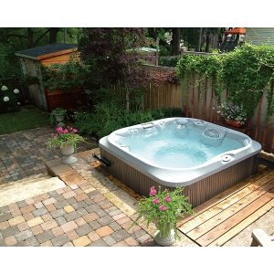 Contemporary garden hot tub jacuzzi