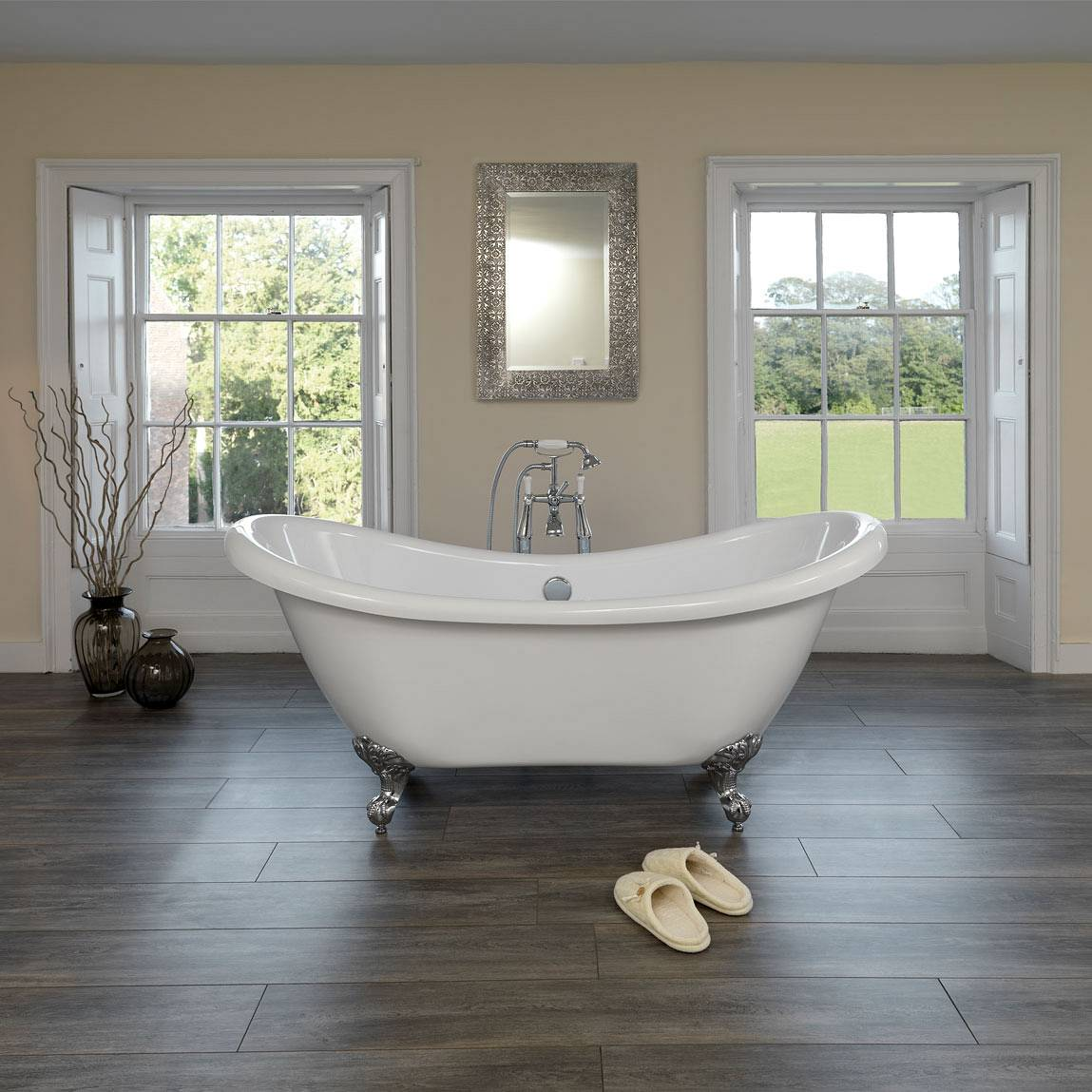 Top two roll top baths for a transitional bathroom design for Great bathroom designs