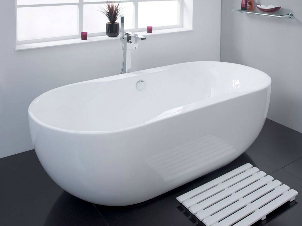 Luxury contemporary roll top bath