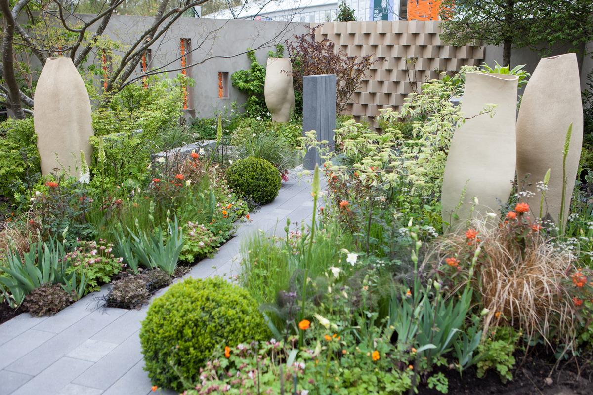 Chelsea flower shower 2013 brand alley garden fresh for Flower garden design ideas