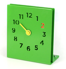 Bright, colourful green desk clock from Red Candy