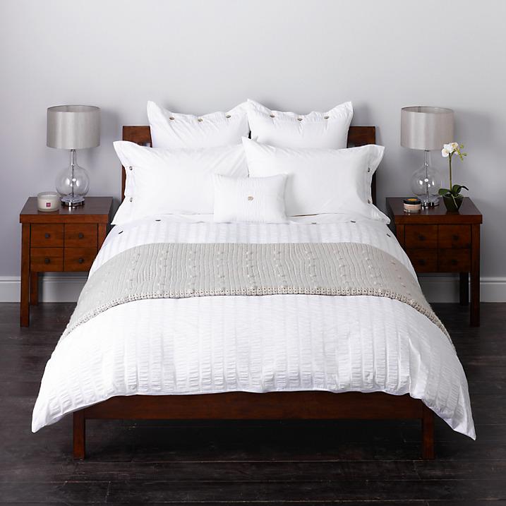 Fresh white bedding bedlinen duvet bedroom