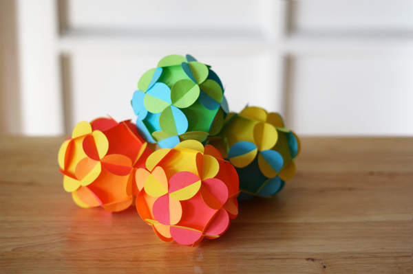 How to make your own 3D paper ball ornament