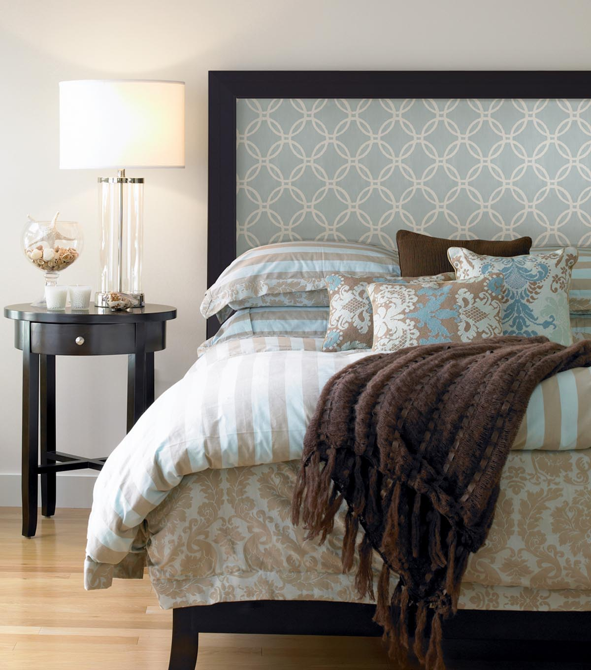 Design Your Own Headboard : Fab way to create your own custom headboard, using wallpaper