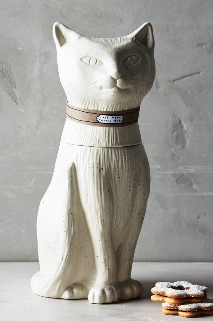 Oh my, this is purr-fect! A gorgeously created large cat design cookie jar.
