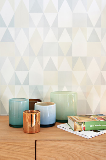 Alice grey geometric design wallpaper from Majvillan