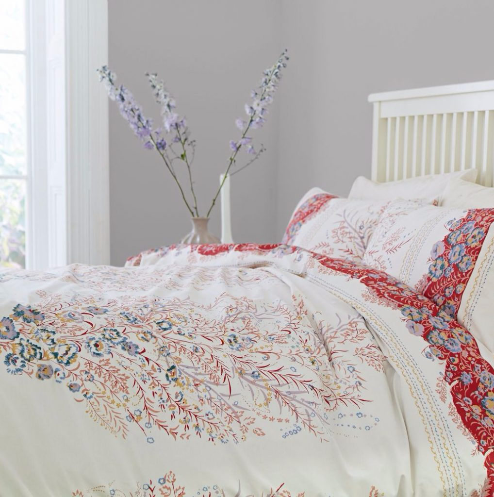 How to update your bedroom decor, taking your bedding as your focal point