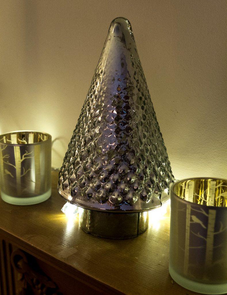 Candlelit Christmas decorations at Fresh Design Blog